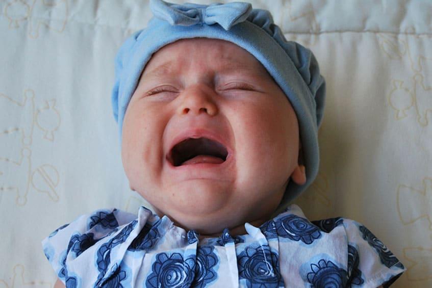 Bebê com cólica: como resolver sem remédios